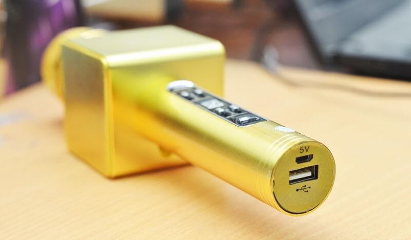 Mic Kèm Loa X6 Bluetooth - Khe cắm USB và chận sạc thiết kế rất tỉ mỉ, đẹp mắt.